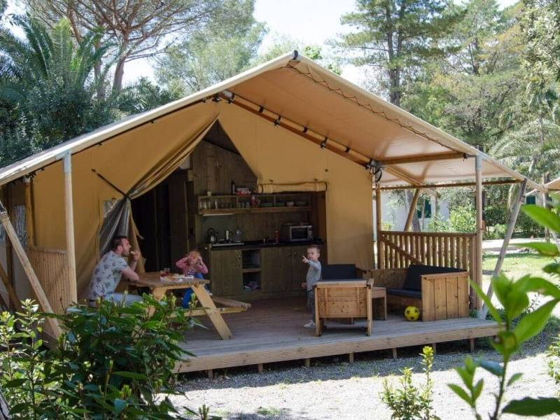 camping terras picknick hout glamping